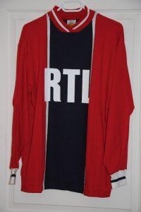 Réédition du maillot domicile alternatif 1974-76 (collection MaillotsPSG)