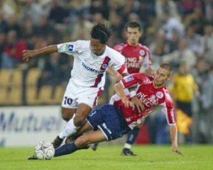 Ronaldinho taclé