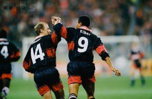 La joie de Basler et d'Elbe sur l'un des cinq buts bavarois