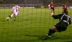 Toujours Pauleta, qui trompe cette fois le portier breton sur penalty. 2-0!