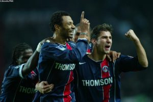 La joie après le but d'Edouard Cissé: Paris reprend l'avantage!