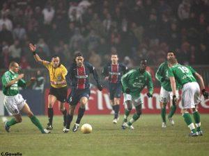 Mario Yepes balle au pied