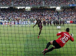 Vercoutre stoppe le tir au but de Kalou: Lyon remporte le trophée