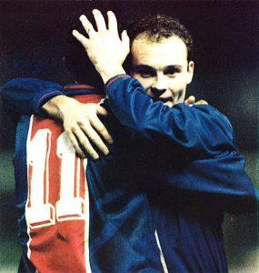 Vincent Guérin félicite Loko aprs le but de ce dernier