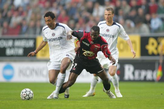 Edouard Cissé à la lutte avec Utaka
