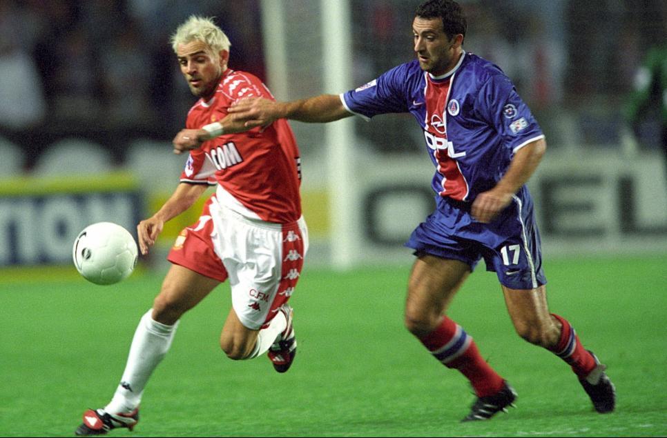 Jimmy Algérino tente d'arrêter l'ancien parisien Simone