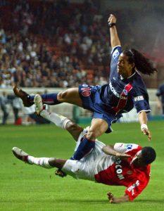 Le même Ronaldinho en fâcheuse posture...