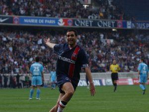Pedro Pauleta célebrant un de ses deux buts!