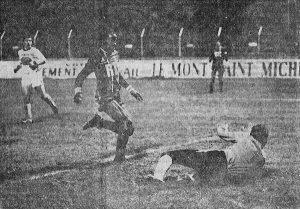 François M'Pelé, s'il n'aura pas marqué au stade Jean-Bouin, est un poison pour les défenses adverses (archives Rétro SCO)