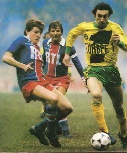Luis Fernandez à la lutte avec Bossis, sous les yeux de son capitaine, Dominique Bathenay