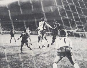 François M'Pelé et Mustapha Dahleb dans la surface lyonnaise