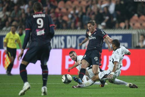 Photo Ch. Gavelle, psg.fr (image en taille et qualité d'origine:http://www.psg.fr/fr/Actus/105003/Galeries-Photos#!/fr/2009/1921/22222/match/PSG-Rennes/PSG-Rennes-1-1)