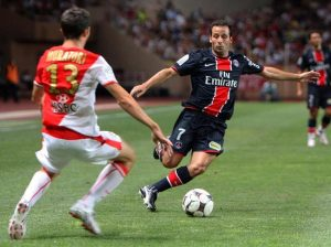 Ludovic Giuly balle au pied