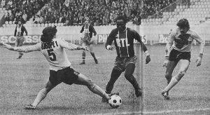 François M'Pelé balle au pied