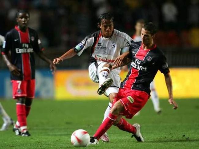 Pedro Pauleta à la lutte avec Vahirua