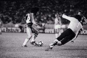Maradona balle au pied
