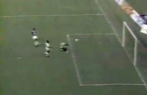 Petit piqué de Zlatko Vujovic : 1-0