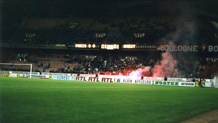Fumigènes en Boulogne rouge