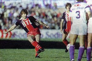 Safet Susic au coup franc (Ph. Caron)