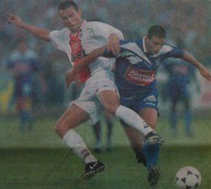 Paul Le Guen à la lutte avec Rodriguez (photo G. Baldocchi, source : Corse Football)