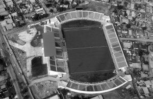 Le Stade Casimir-Mvoulalea (avec des nouveau siège et un écran géants absents à l'époque)