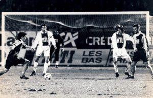 Daniel Bravo et Alain Roche attentifs (HAC Foot Archives)