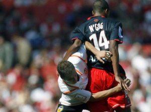 Duel entre David Ngog et un Valencien