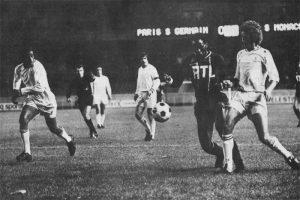 Le même M'Pelé dans la défense monégasque