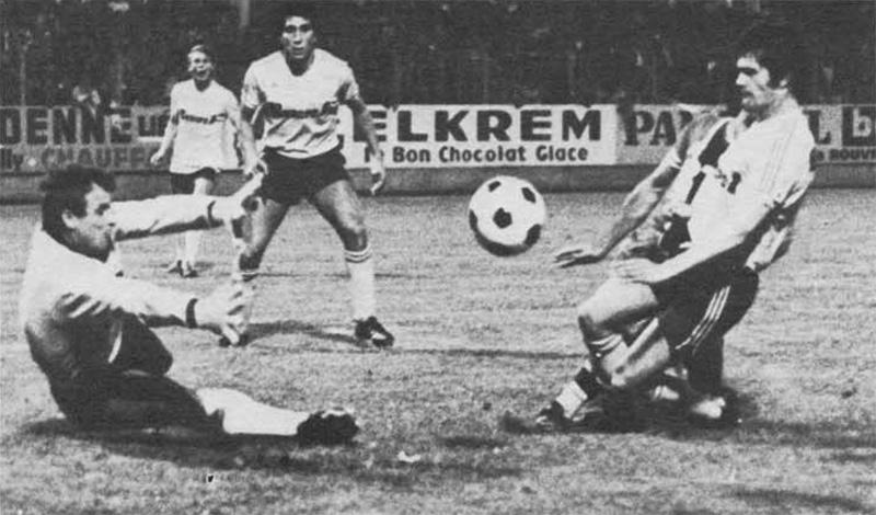 Ilja Pantelic intervient devant Kaiser
