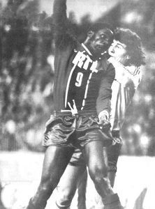 François M'Pelé à la lutte avec le gardien lyonnais de Rocco