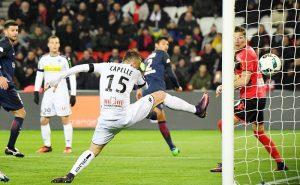 Thiago Silva (au second plan) vient de dévier de la tête un corner de Lucas : 1-0! (B. Papon)