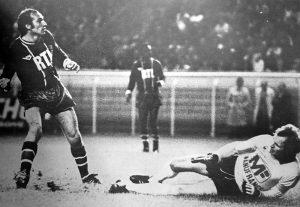Curkovic à terre devant Bianchi. Le symbole du match ?