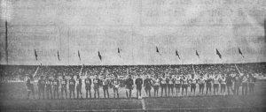 Le joueurs avant le coup d'envoi, dans le tout nouveau stade de la Vallée du Cher (P. Milhiet)