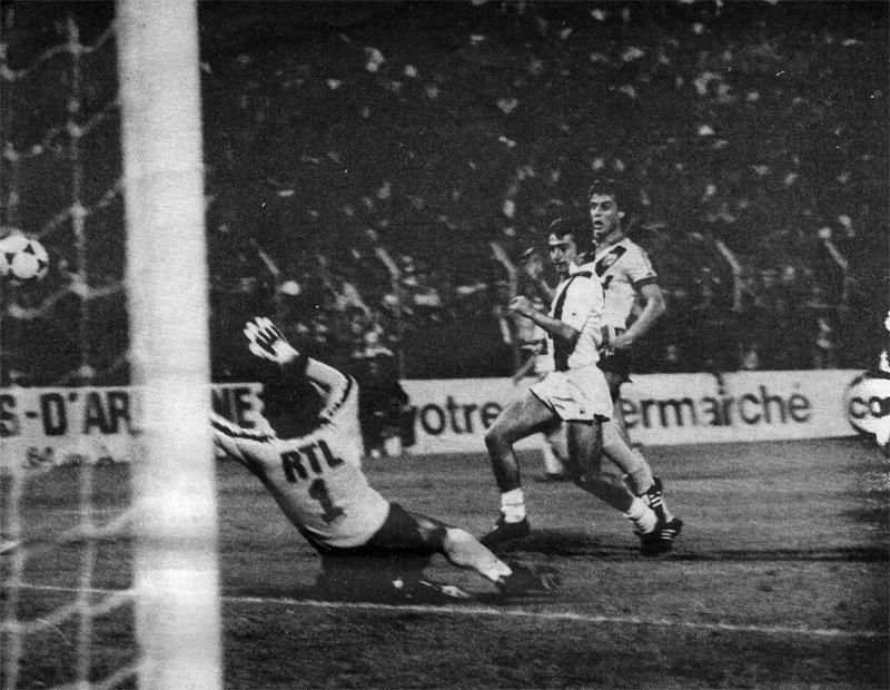Vercruysse crucifie un Dominique Baratelli qui aura été cherché 4 fois le ballon au fond de ses filets